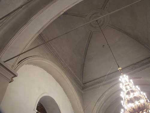 Требуется реставрация купола (карнизы и др.)